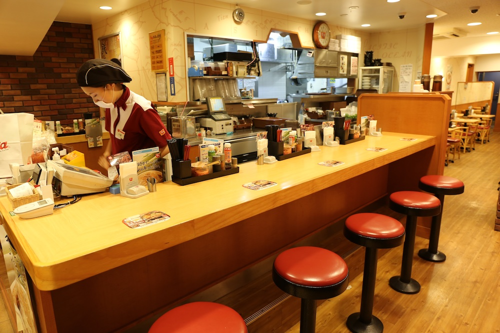 This is the Sukiya at Kita-sando that I usually go to. All smaller Sukiya restaurants also have counter seating and usually tables for 4 counter
